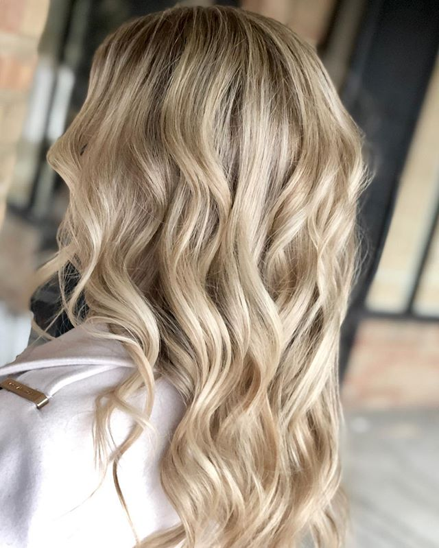 I just love blondes  #columbushairstylist #babylights #dimension #blonding #614hair #behindthechair_com #behindthechair #hairbrained #hairnerd #blondebombshell #newlyengaged #columbusbrides