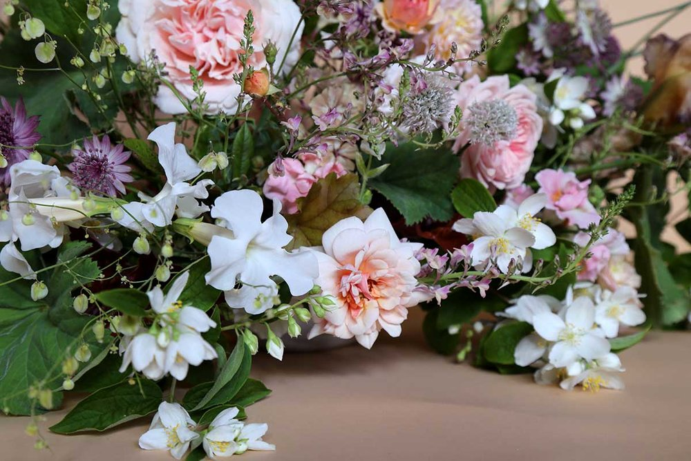 wild summer wedding flowers for a unique wedding