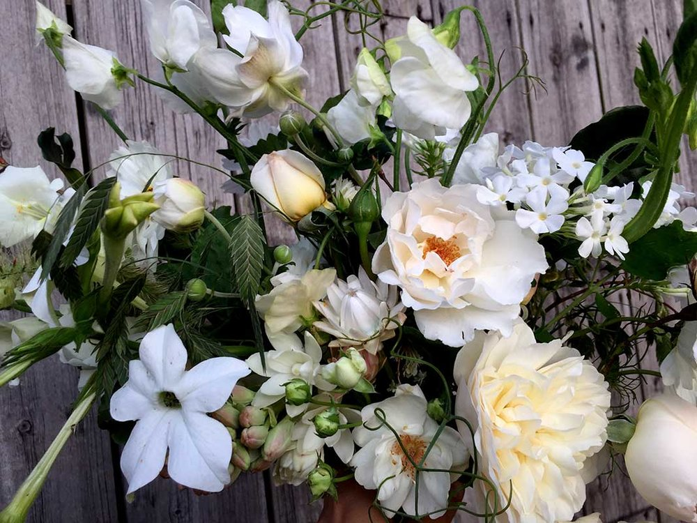 white summer wedding flowers