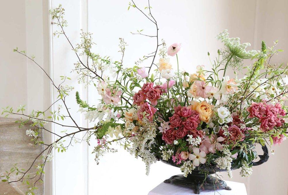 vervain-summer-wedding-meadow-statement-flowers-01.jpg