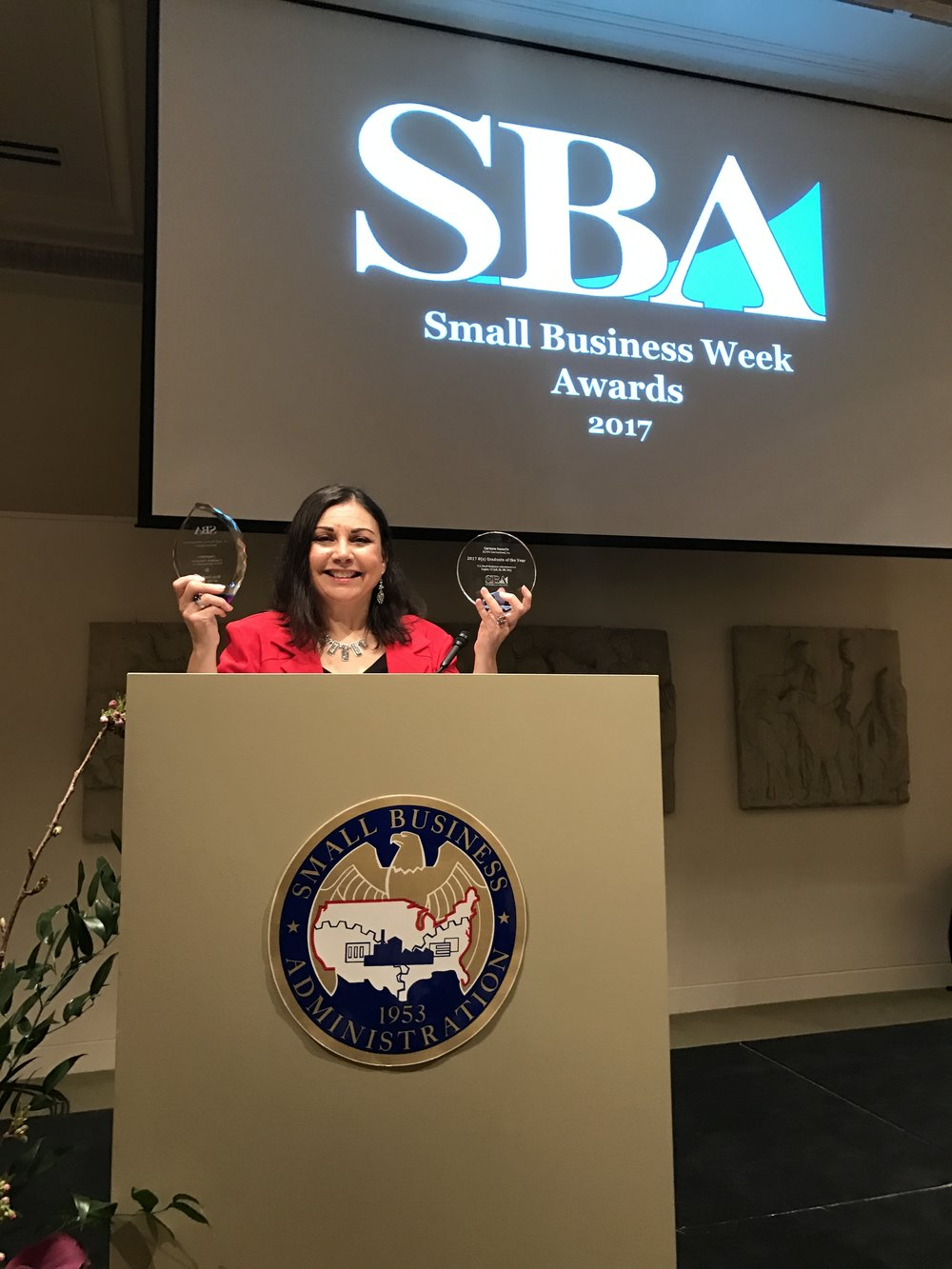 Carmen Nazario of Elyon International receives 8(a) Graduate of the Year Award at SBA Portland 2017 Small Business Week Awards Luncheon.
