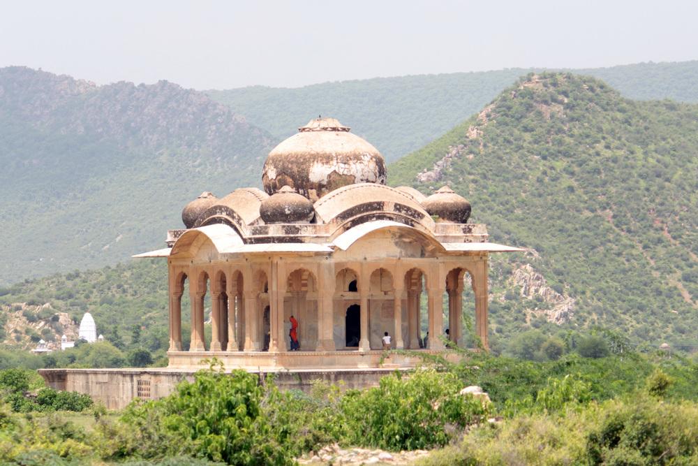 Shahnawaz Sid. Bhangarh Fort, Entry