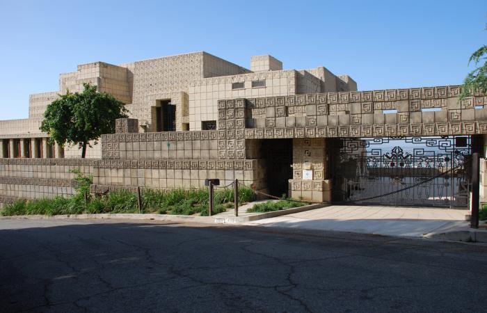 Casa Ennis. Wikiarquitectura