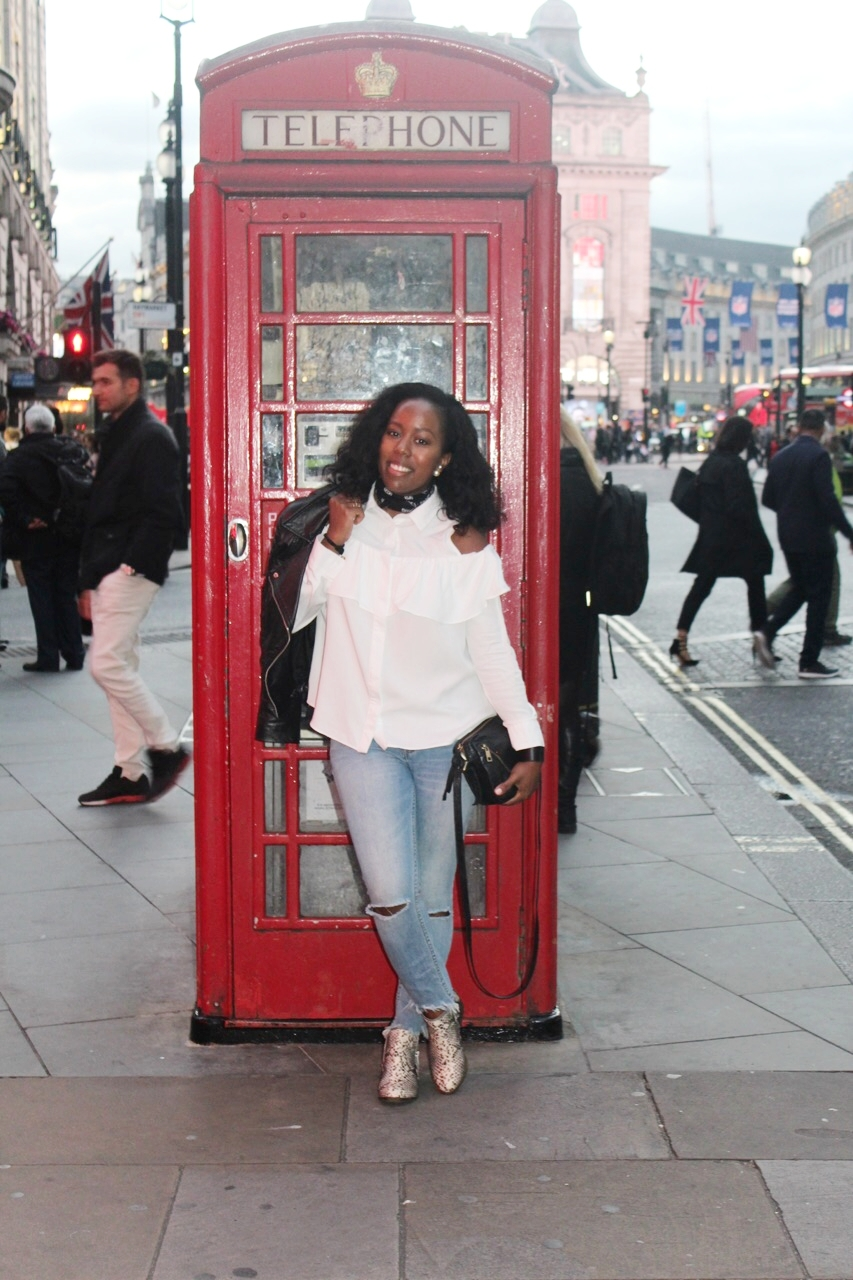 Strolling and posing through Piccadilly Circus