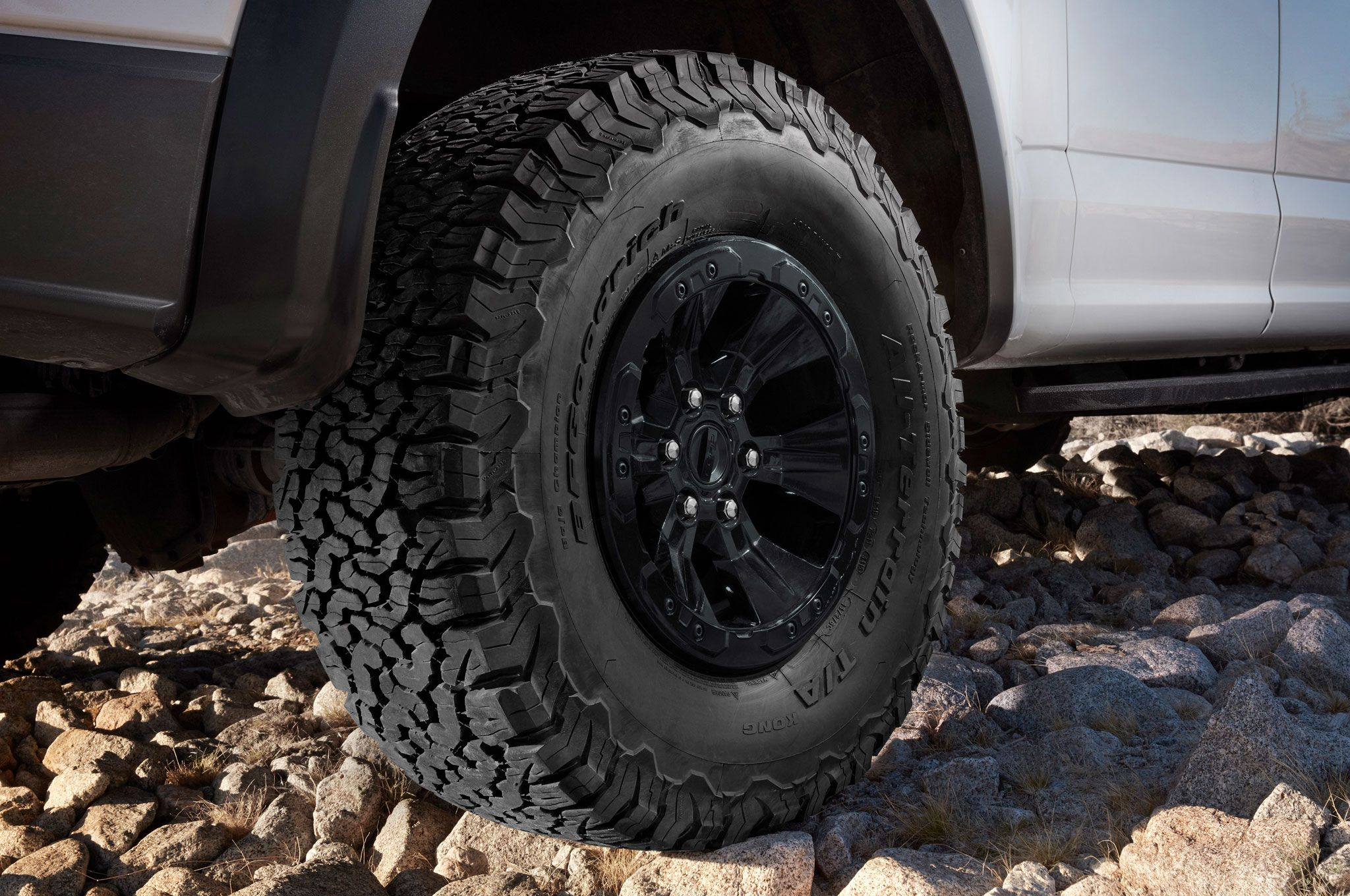Truck trend 2017 ford f 150 raptor features bfgoodrich t a ko2 tires