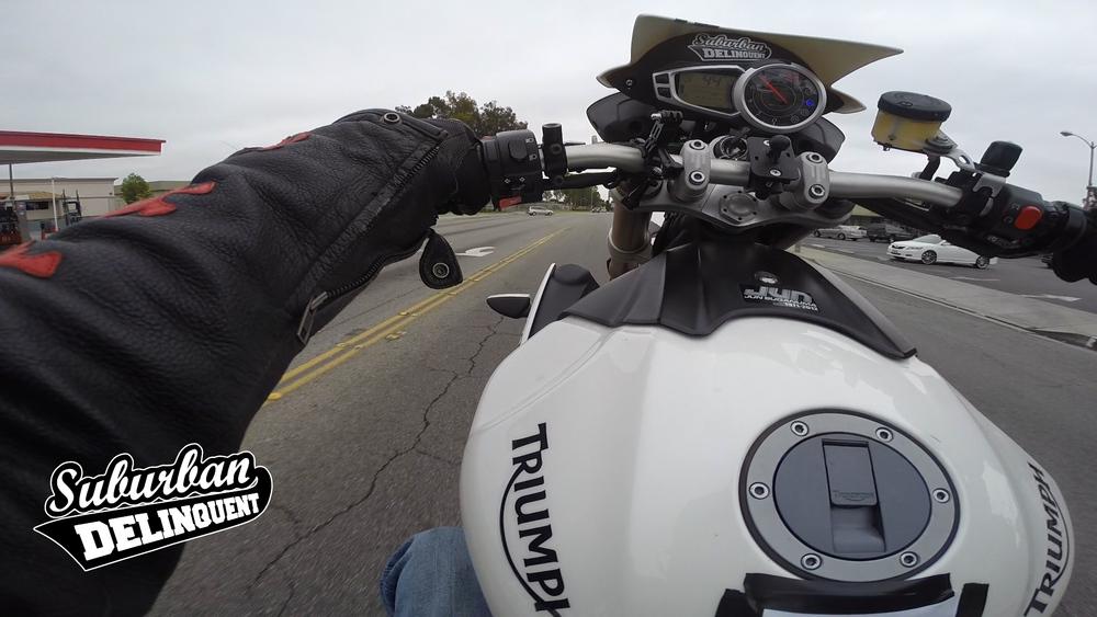 triumph-1050-speed-triple-wheelie.jpg