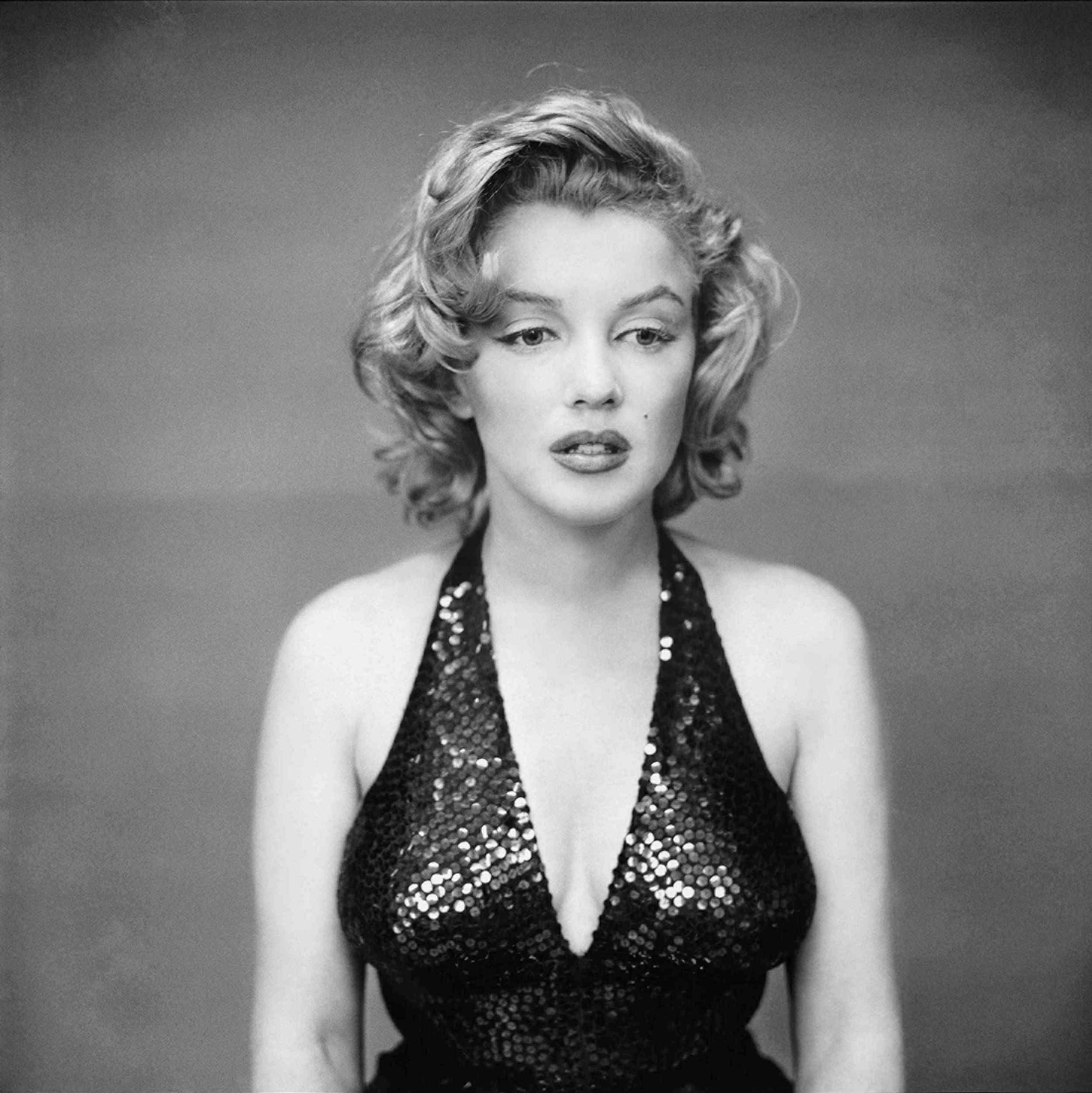 Marilyn-Monroe-Actress-New-York-City-1957-by-Richard-Avedon