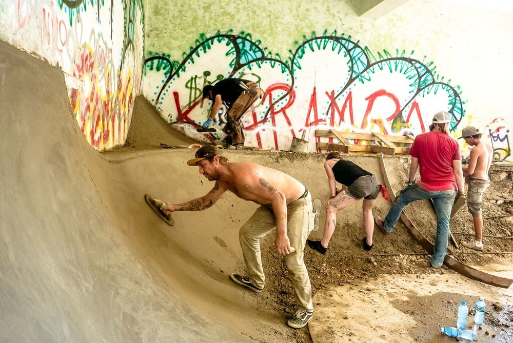 Building a new skate spot with Urban Skate Project and Amigos from Canada, USA, Cuba, Mexico and Czechoslovakia. Photo: Scott Furkay