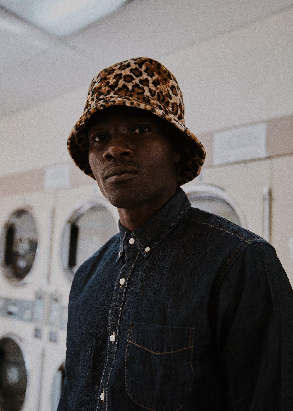 10_01_Laundromat-Arturo-Suzy-012_w.JPEG