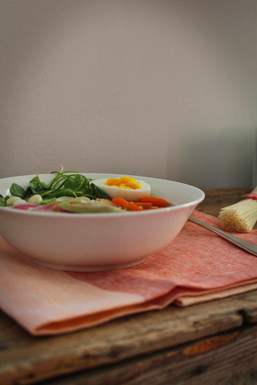 witte peper miso soep met noedels