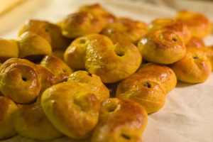 2005_baking_of_saffron_buns_04
