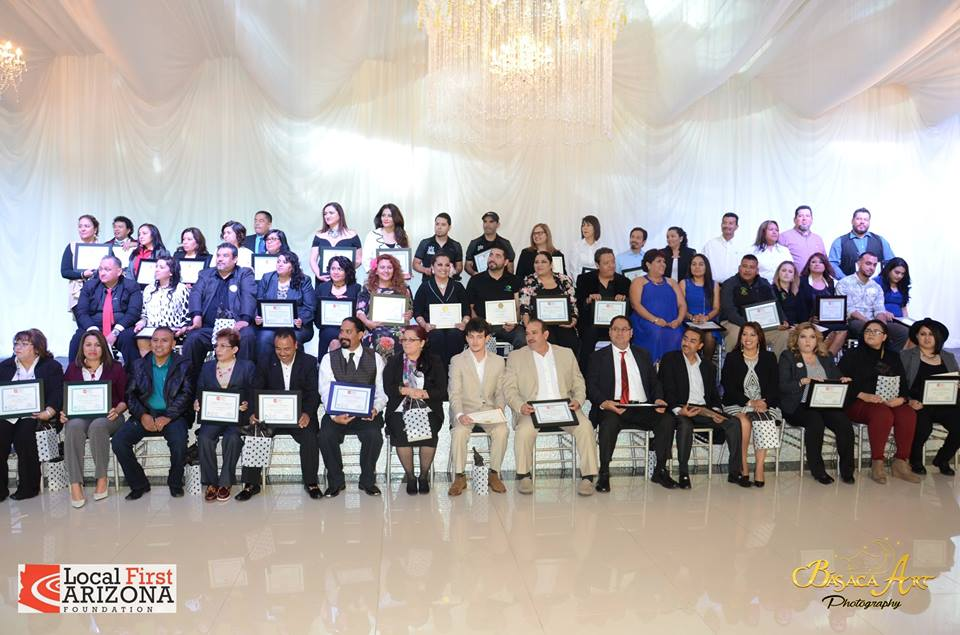 Para más fotos de la graduación, visite la página de Facebook de Fuerza Local.