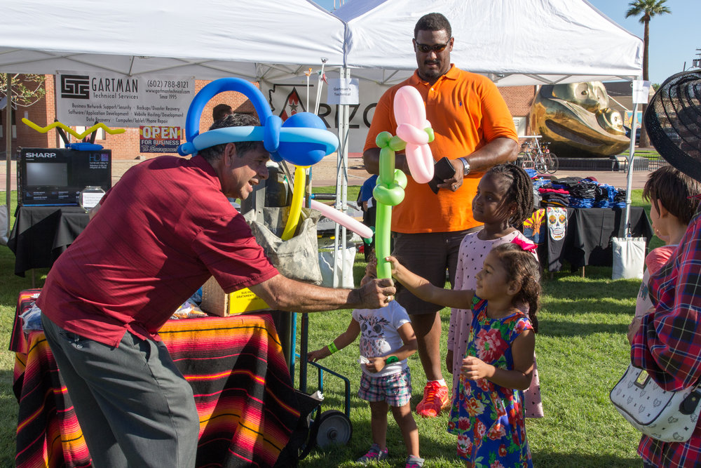 Kids enjoy balloon animals at the 2016 Fall Fest. Credit: Harisson Lai Photography.