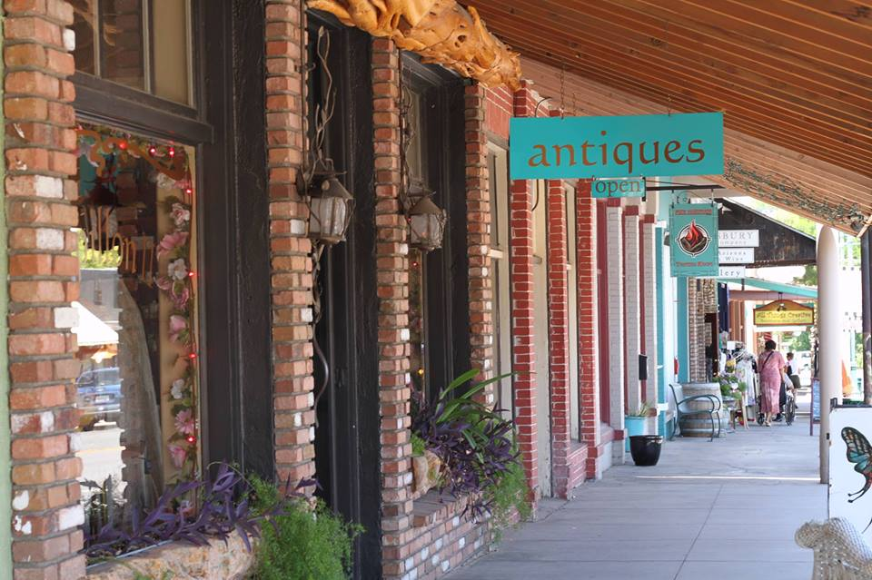 antiques in old town.jpg