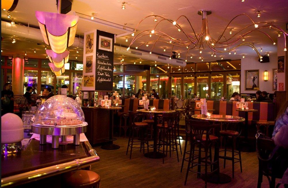 Tem 2 endereços em Colônia  Cafe Extrablatt                                             Lübecker Str. 1,50668 Köln  Alter Markt 28, 50667 Köln