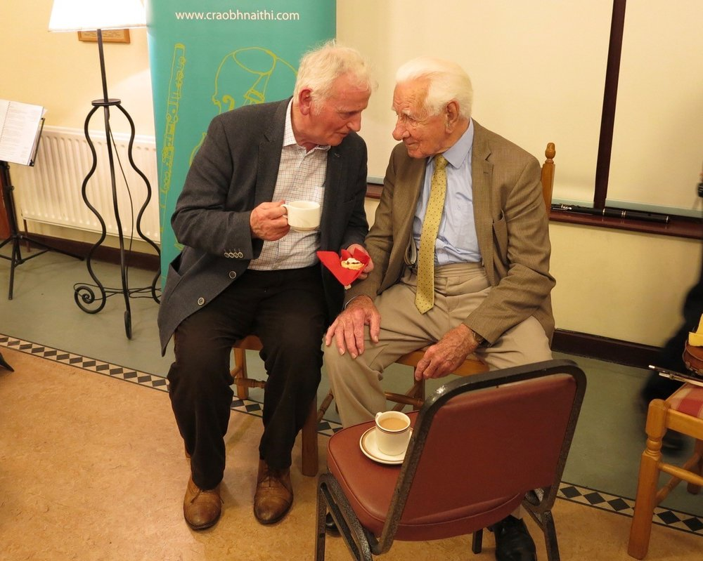 Séamus MacMathúna and Ben enjoying a cuppa and a chat at the break
