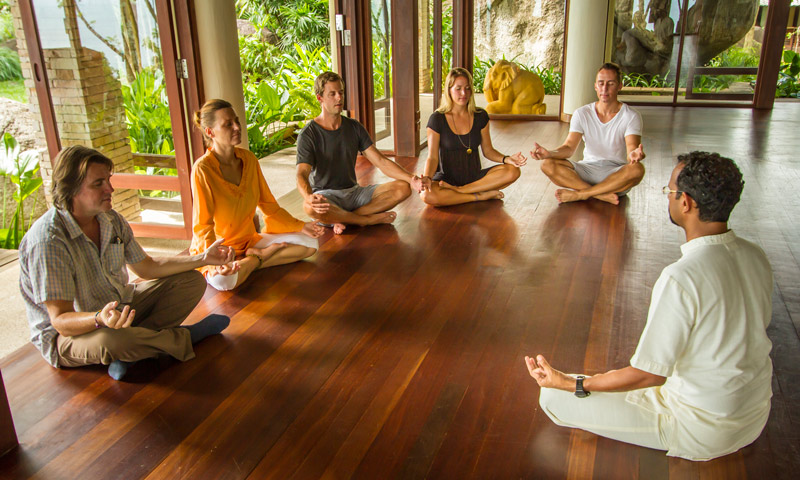 ___Group-Meditation-retreat.jpg