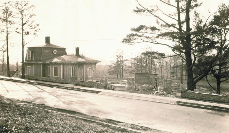 The Worth Avenue gatehouse in earlier days. The stone wall in front was built in the 1930s as a WPA project.