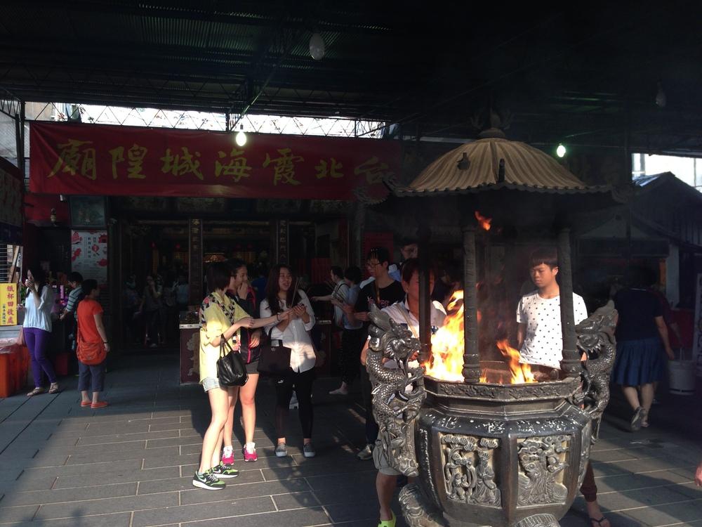 Taipei Xia-Hai City God Temple 台北霞海城隍廟   http://www.dadaocheng.tw/taipei-xia-hai-city-god-temple/2