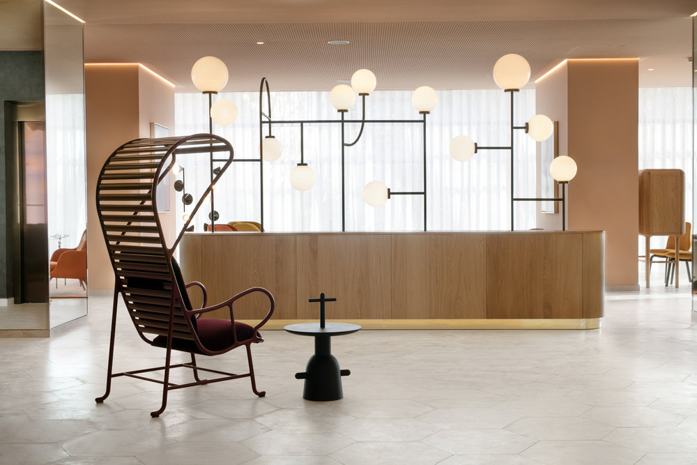 Reception area: Structural lamp, special design by Jaime Hayon for Hotel Barceló Torre de Madrid. Gardenias armchair by BD Barcelona, Réaction Poétique side table by Cassina