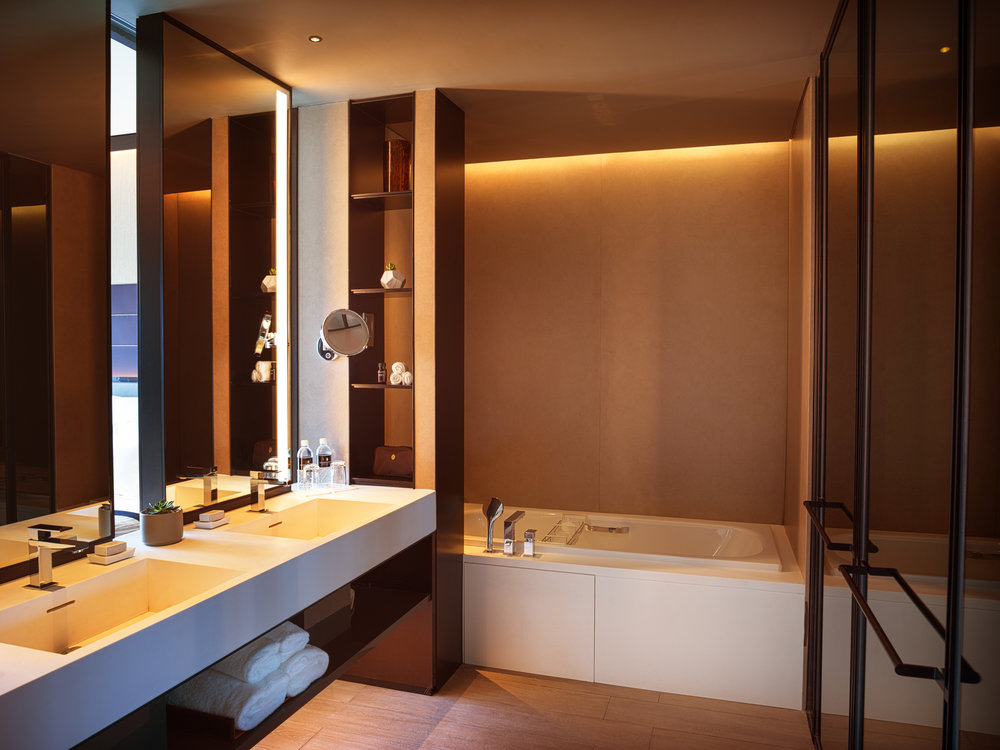 The Quayside suite bathroom.