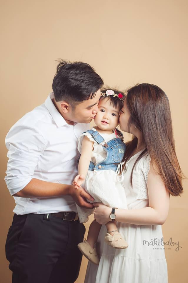 Chụp ảnh gia đình. Ảnh: MAKBaby Baby
