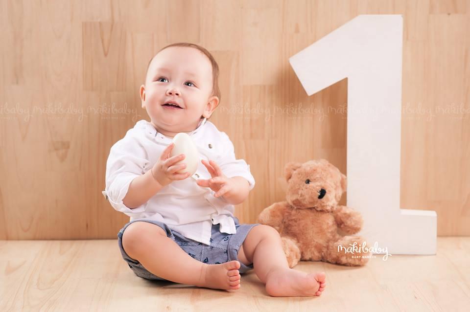 Chụp ảnh cho bé 1 tuổi. ẢNh: MAKI Baby
