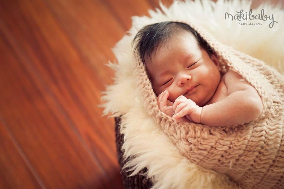 Chụp ảnh cho bé sơ sinh. Ảnh: MAKI Baby