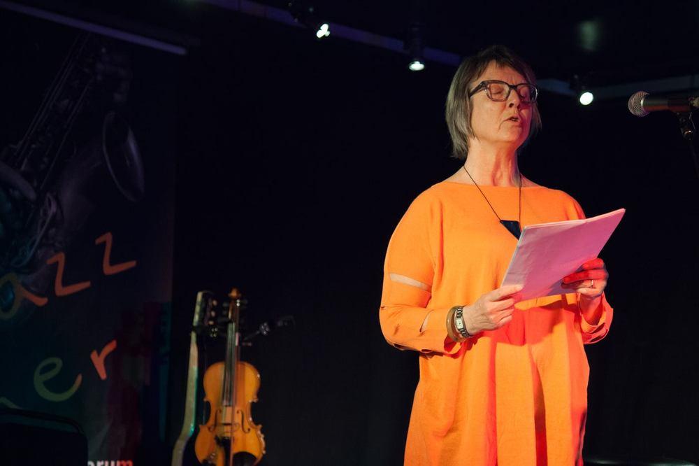 Torill Holter Grimsrud fra Hadeland leste egne dikt.                                                                Foto Terje Pettersen