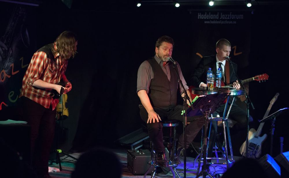 Håvard og Simen Rem hadde med seg Freddy Holm.                                                               Foto: Tore Pettersen