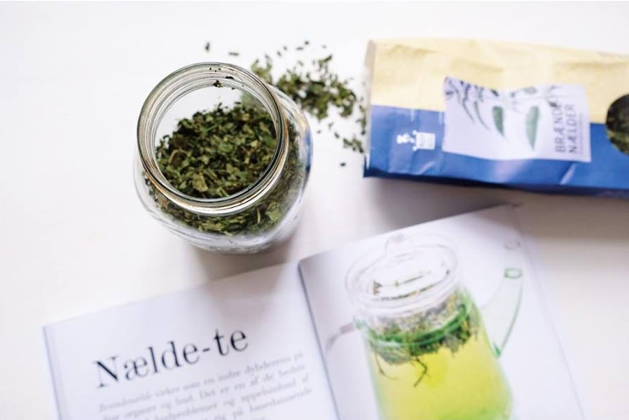 New CELLULITE challenge tip is up! NETTLE infusion. Drink 0.5 liter a day for cleaner, smoother and happier skin and fascia. It's super simple to make. Add 15g of dried nettle leaves in a mason jar. Add 0.5 boiled water, put lid on tight and keave to steep for 4 hours or overnight. Strain and drink through out the day. Do this daily for 2-3 months for full effect. Then take a break for 3 months and repeat 💪🏻 You can do it😍