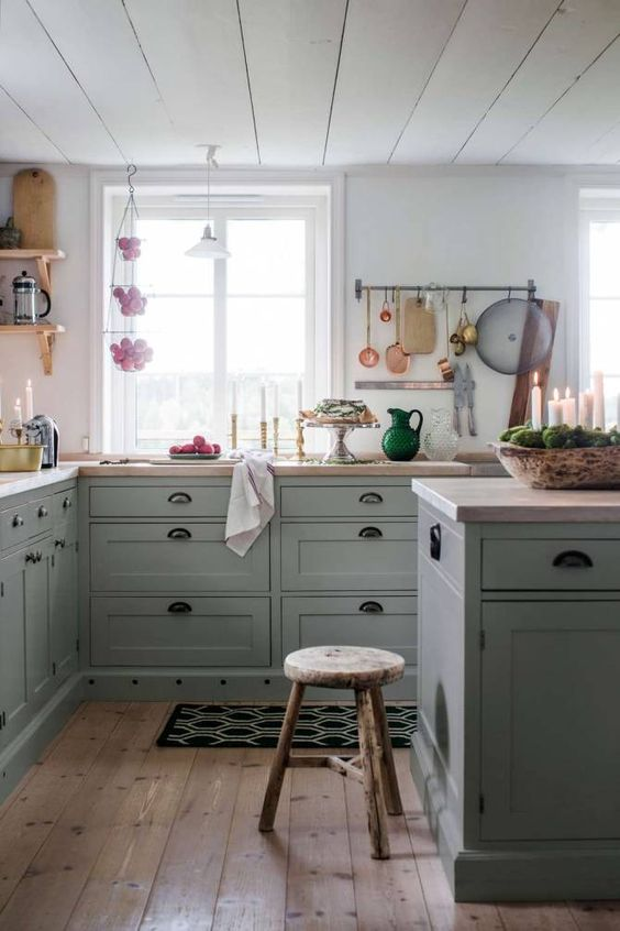 This was the kitchen that inspired us to change our decision on paint color. All along we wanted a white kitchen, but as we considered this decision further we realized that we wanted more color (I mean it's obvious that when you enter our home we love color! Have you seen our green couch?) One night while scrolling our La Cocina board we stumbled upon this kitchen, and that's when the decision was made. Our cabinet color is pretty similar to this photo.