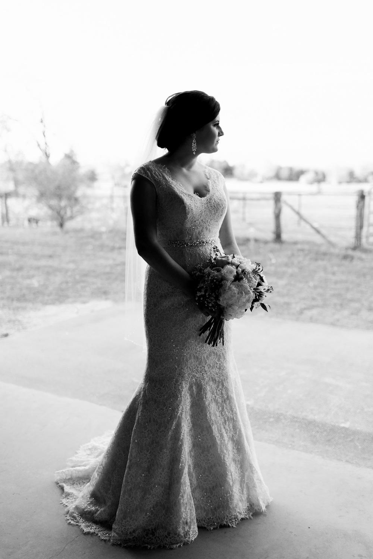 amish-barn-at-edge-bridals