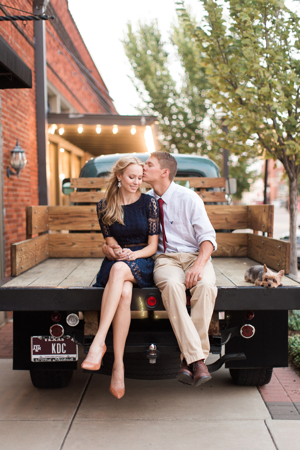 downtown-bryan-engagement-photography-19