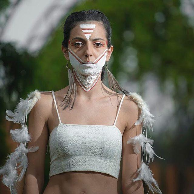 Un poco de maquillaje resquebrajado sobre una persona poderosa. Algo así siento que pasa en México hoy. No pensaba usar esta foto, pero hoy la vi y tuvo todo el sentido.  Gracias @30scentrointegraldeimagen por el increíble #makeup y @veritoesqueda por el styling!  #SonyAlphaPartners #fuerzamexico