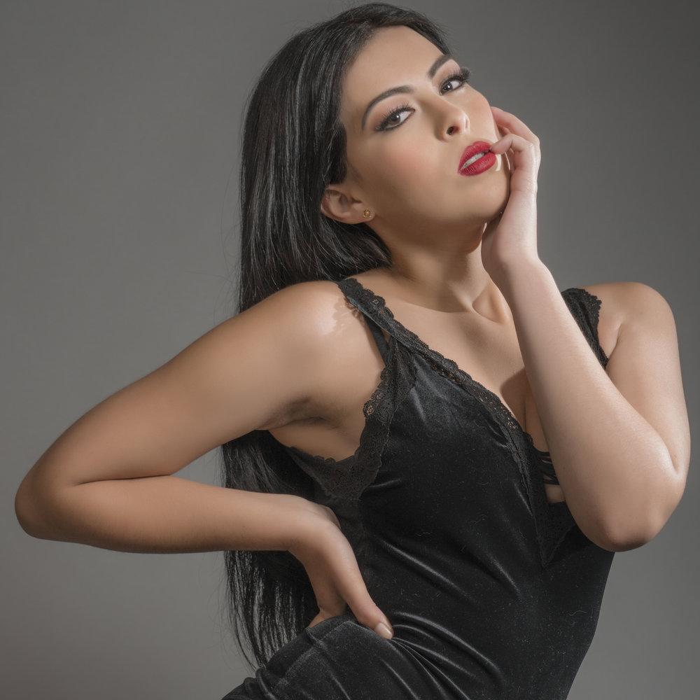 BEAUTY - Creando imágenes profesionales en estudio y locación para enfatizar la belleza, el makeup y las prendas utilizadas en diversos cambios.