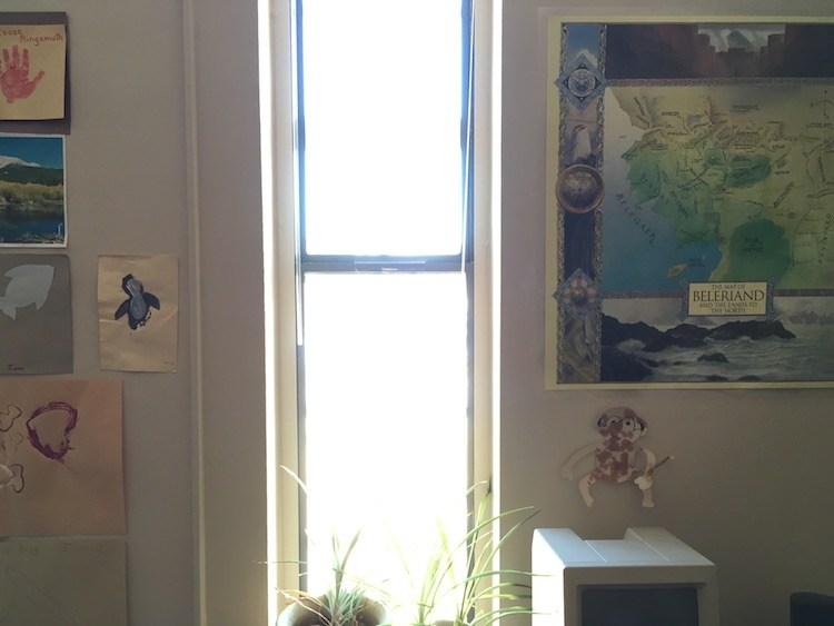 Експозиція виставлена по кімнаті, за вікном зовсім не видно деталей