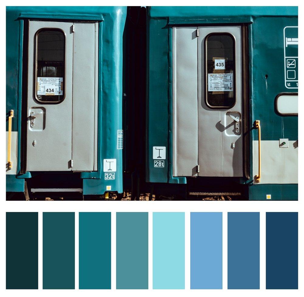4а. Різні відтінки синього та зеленого є суміжними