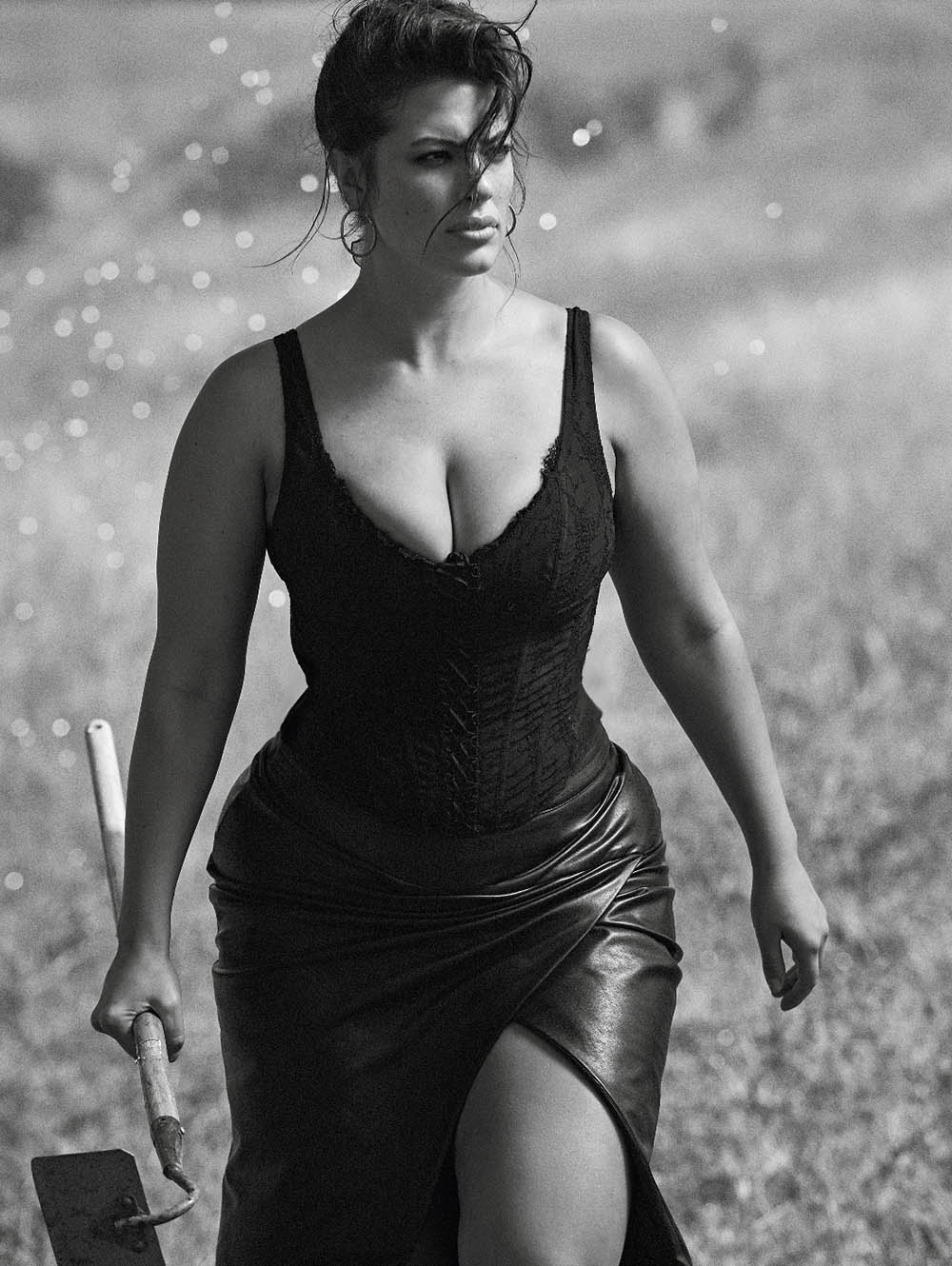 Ashley-Graham-by-Lachlan-Bailey-for-Vogue-Paris-November-2018-1.jpg