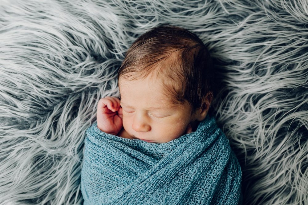 lifestyle-newborn-photography-session-laura-barr-17.jpg