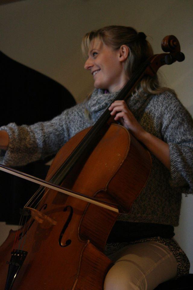 Maude violoncelle sourire.jpg