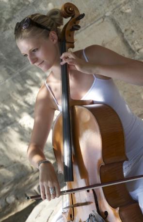 Maude Ferey, Violoncelliste  Près du Pont Neuf