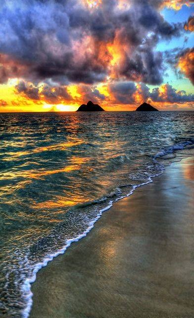 creativetravelspot :     Sunrise in Lanikai Beach, Oahu, Hawaii     Travel inspiration.   Shop at etsy.com/shop/dualcitizenshop