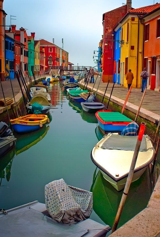 creativetravelspot :     Burano. Beautiful.