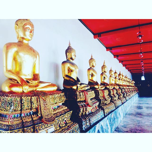 Rollin with the Buddhas 🏯  #bangkok #asia #seasia #travel #wanderlust #world #globe #inspiration #backpacking #backpackers #dualcitizen #buddha #watpho #temples #travelnoire #blacktravelista #nomadstribe #packingmysuitcase