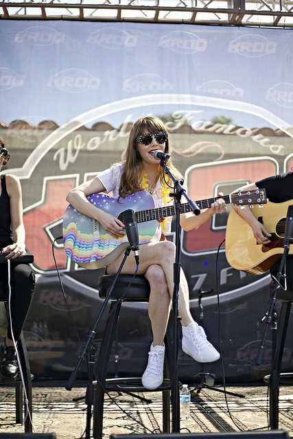 Jenny Lewis @ Coachella 2015    by Guadalupe Bustos is licensed under CC BY 2.0