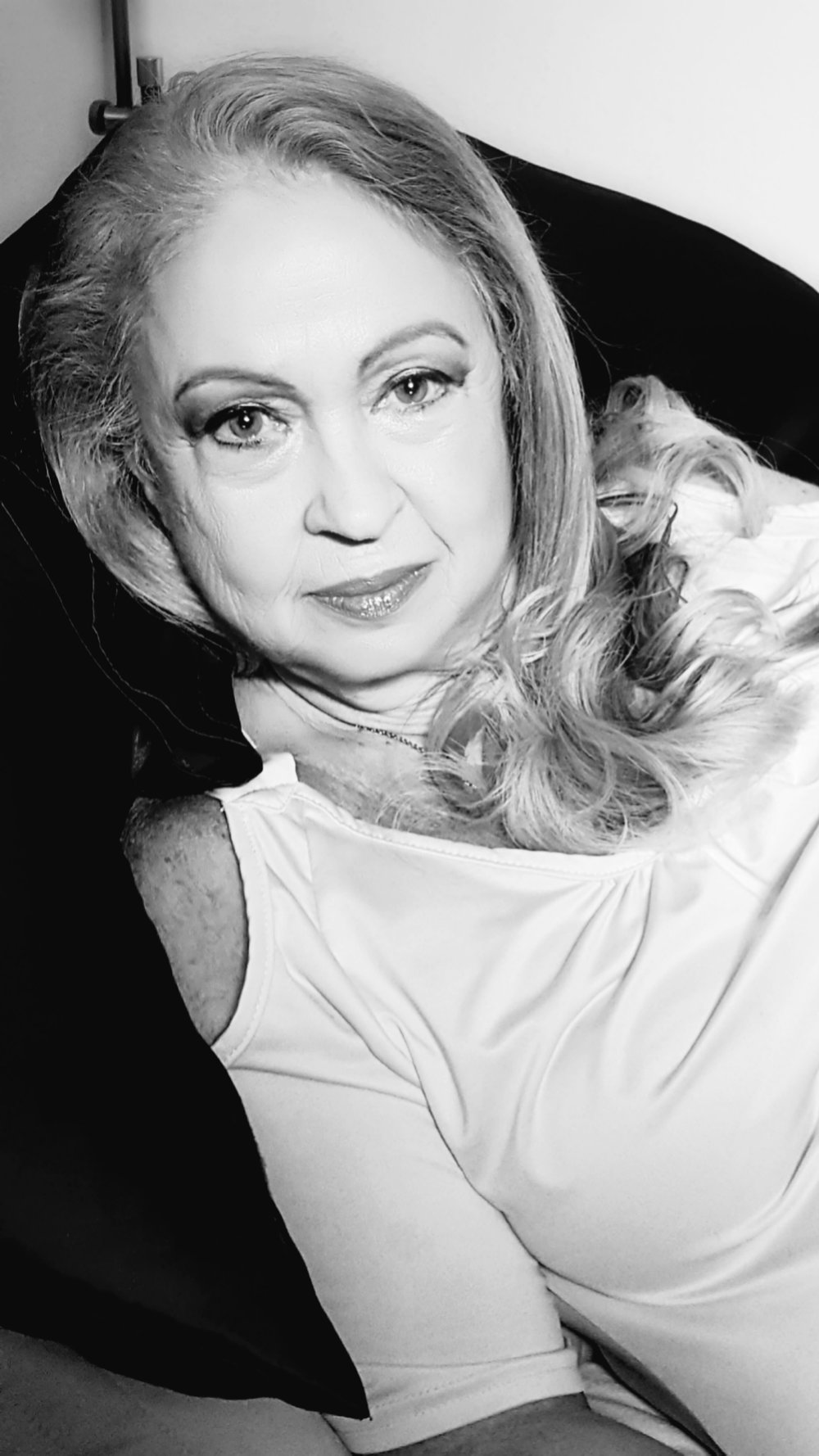 "Angela ""Gely"" Carbonaro | Make-Up Artist, Wardrobe designer"