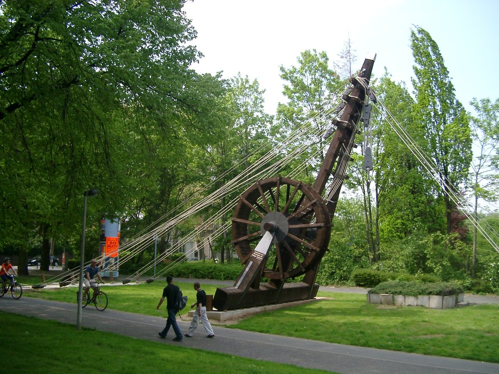 Reconstruction of a Roman Crane in Bonn, Germany  See page for author, [ GFDL  via Wikimedia Commons]