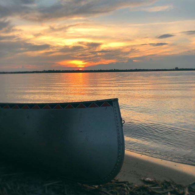 Happy summer solstice, friends! Hope you were able to enjoy some time outdoors today. It was a 10/10 day up here in the Northland. 🍃🌲🌿 • • #summersolstice #northland #exploremn #canoe #canoeadventure #bemidji #lakebemidji #sunset #optoutside #minnstagrammers #minnesota #northwoods #minnstagram #adventure #cloudporn