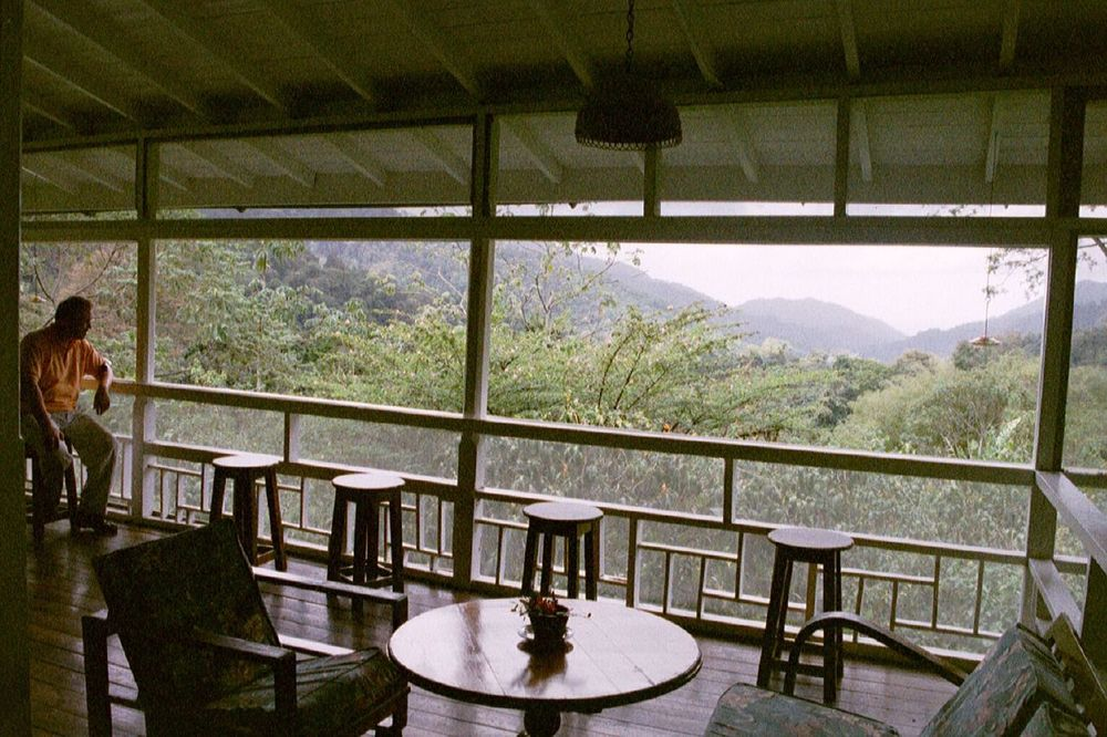 Asa_Wright_Nature_Centre,_Northern_Range,_Trinidad,_Trinidad_and_Tobago_-balcony-3June2006_(1).jpg